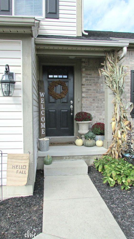 Welcome fall small front porch from farmhouse chic blog for Small front porch decorating ideas