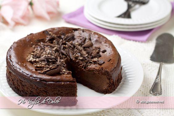 Cheesecake al cioccolato al forno, una ricetta golosa, facile da preparare, buonissima. Un dolce al cioccolato per ogni occasione, feste e compleanni.