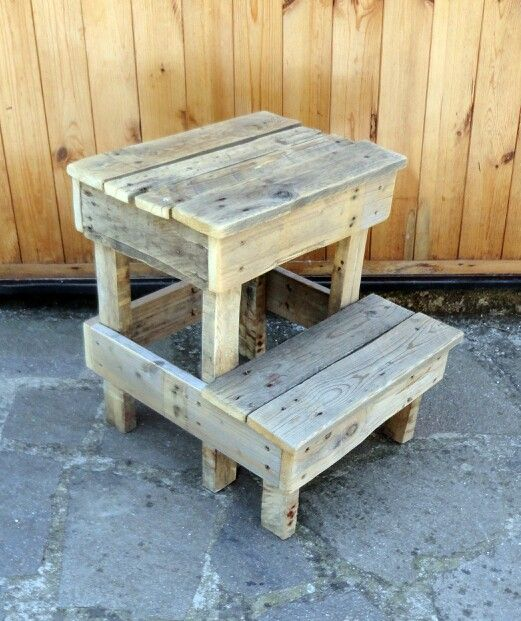 12 Diy Old Pallet Stairs Ideas: Pallet Stool/rain Barrel Stand