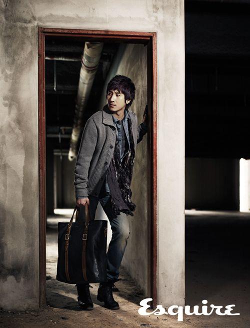 Esquire 04/2011 – Lee Sun Gyun for 'COACH'