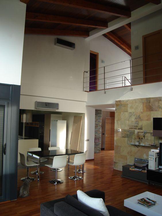 Casas rustico comedor cocina sala de estar sillas for Sala de estar y comedor