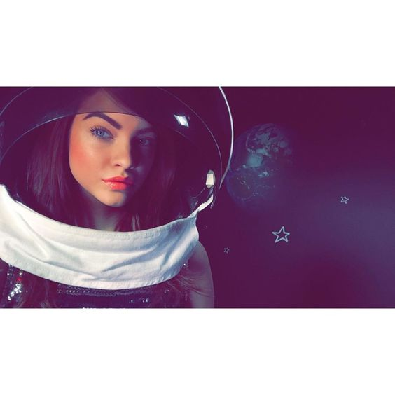 Barbara Palvin poses as an astronaut behind the scenes at L'Oreal Paris shoot. Photo: Instagram