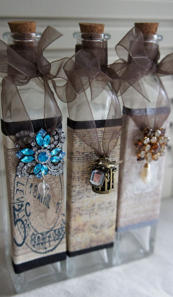 Decorative bottle with vintage french accents Going to do this with my bottles for Christmas: