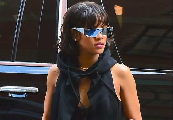 Rihanna tres chic with her new Dior sunglasses: