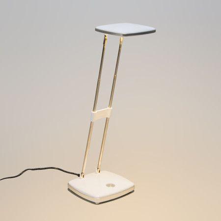 Lámpara de mesa ESCRITO blanca Lámpara de escritorio con módulo LED de 3,6W es muy eficiente y de una agradable luz cálida. Además este modelo es ajustable en altura y orientable.  Detalles:  Dispone de un interruptor de encendido y apagado en la base.