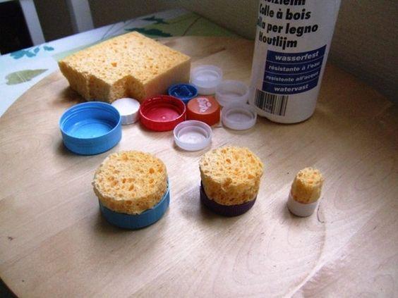 fabriquer ces tampons pour peinture avec des ponges de la colle forte et des bouchons de. Black Bedroom Furniture Sets. Home Design Ideas