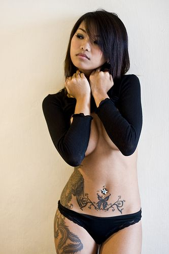 Sexy girl, sexy tattoo!