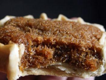 Tartelettes à la noix de coco, sucre brun, noix muscade - Jamaïque -  How to Make Coconut Gizzada (pinch-me-round), Jamaican Recipes, Jamaican Cooking