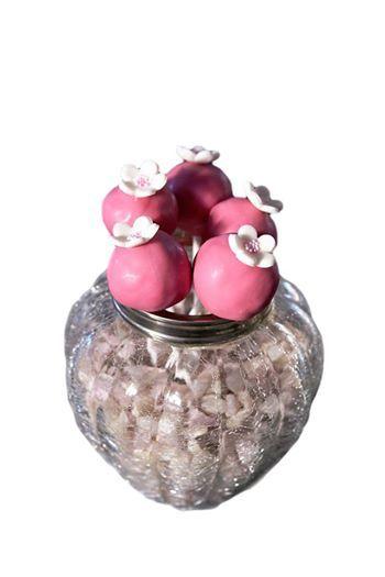 Chocoladecakelollie met roze chocolade