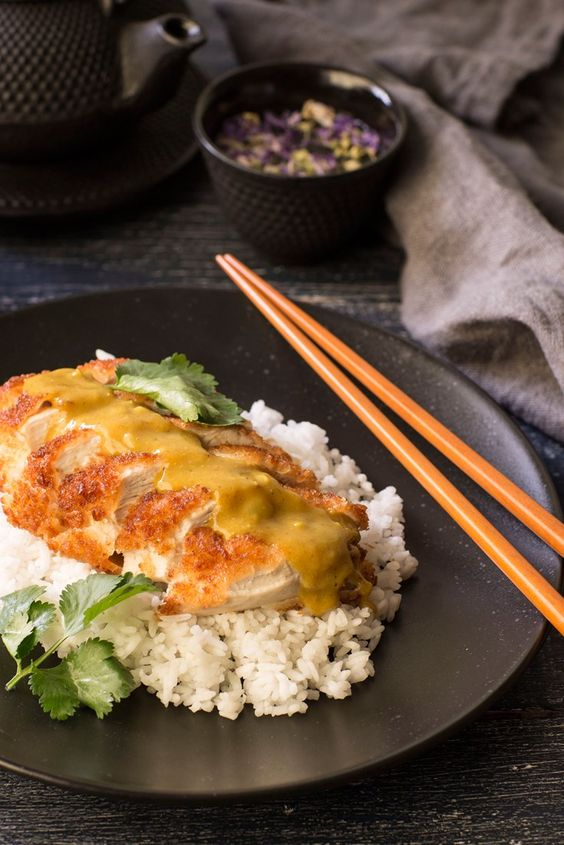 Crispy fried chicken, luscious curry sauce... This katsu curry recipe is a Japanese comfort food classic.