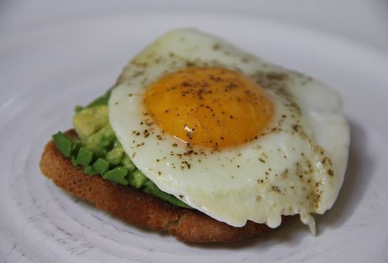 smashed avocado on gluten free toast with fried egg