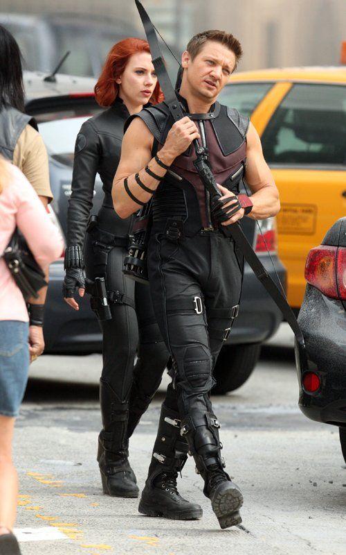 scarlett johansson the avengers | Scarlett Johansson and Jeremy Renner in The Avengers (2012) Movie Set ...