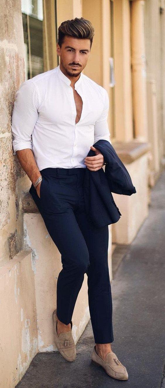 La chemise en lin blanche col mao, so chic sur un panrtalon bleu marine !
