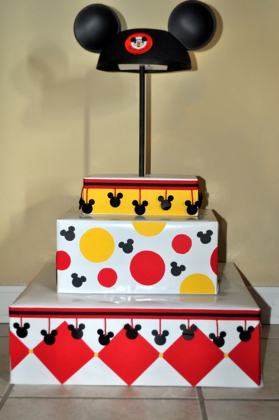 Mickey Mouse Cupcake Stand... DIY  Sam we will need to be getting crafty for this party for sure! LOL:
