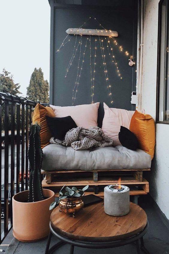 Cette semaine, je continue ma lancée sur le sujet du balcon. Cette fois-ci, je vous propose de découvrir 8 DIY pour décorer le balcon à moindre coût ! L'occasion de s'inspirer et de composer une ambiance à votre image...   #balcon #diy #diybalcon #inspirationbalcon #diyjardin #decoexterieure #decorerbalcon #chezviviane #tutobrico #bricolage #faitmain #doityourself #tutodeco #decoration #deco