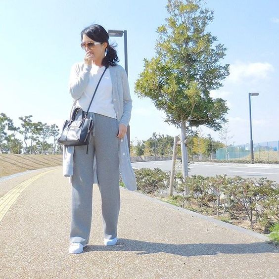 eri.khtngrayコーデ ♪♪ * * このパンツ ニット素材だから暖かい♡ * * * ロングカーディガン #barnyardstorm リブニットパンツ #ienaslobe 靴 #adidas #superstar 白T #mugi サングラス #oliverpeoples バッグ #balenciaga