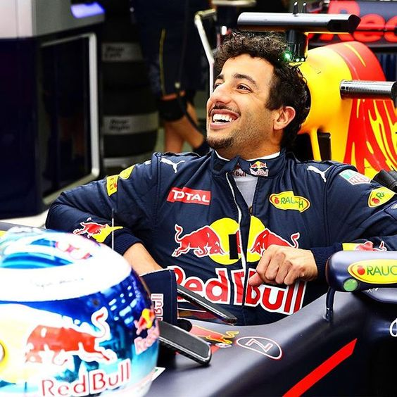 Arriving at your work place for some BahrainGP, Daniel Ricciardo