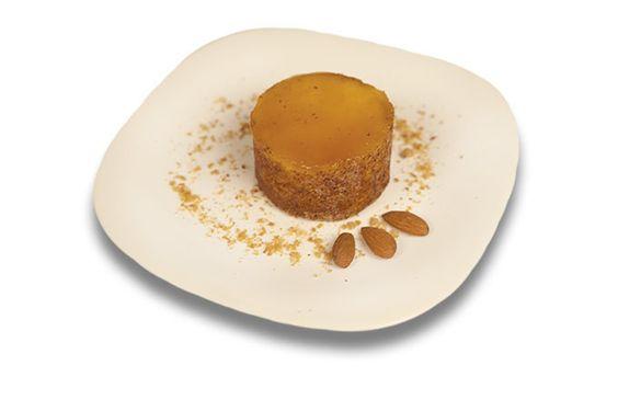 Expresso dos Sabores | Minitorta Bem Casado de Damasco com Amêndoas (4 unid.) - Finas camadas de pão de ló especial, recheadas com geleia de damasco, chantilly e amêndoas, decorada com açúcar de confeiteiro.