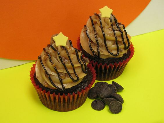 Peanut Butter Chocolate Cupcake. Oh say can you see, our peanut butter chocolate mountain majesty!  Our insanely popular chocolate cupcake is topped with creamy peanut butter frosting, drizzled with our home-made chocolate syrup and sprinkled with crunchy toffee pieces.  This majestic cake can also be reversed--served as a sweet and salty peanut butter cupcake topped with a decadent chocolate frosting.