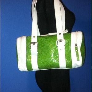 I just discovered this while shopping on Poshmark: ITALIAN DESIGNER GREEN LEATHER HANDBAG. Check it out!  Size: Medium to large