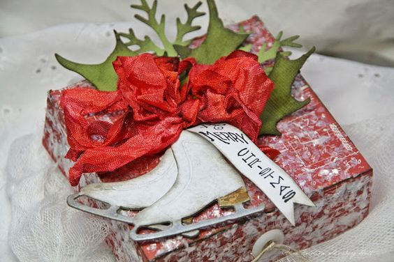 Anne Kristine: Gift Box http://sizzixukblog.blogspot.no/2013/11/gift-box.html