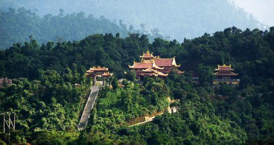 Trên đỉnh Yên Tử