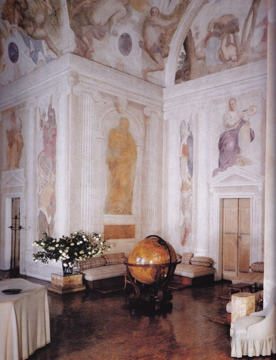 Central Hall-Villa Foscari-Andrea Palladio-frescoes Battista Franco and Giambattista Zelotti: