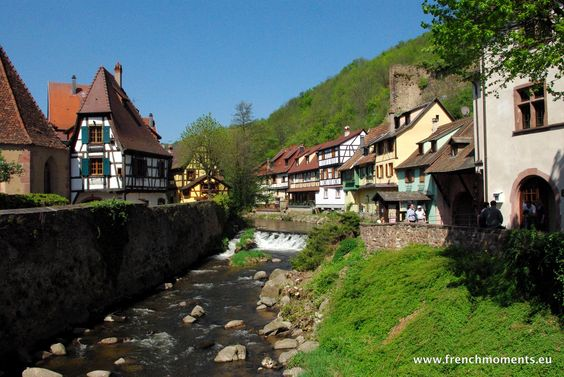 Today we discovered the charming little town of Kaysersberg in the Spring! More photos on the blog. // Aujourd'hui nous avons découvert la charmante petite cité de #Kaysersberg au printemps. Toutes nos photos sur le blog ! http://www.frenchmoments.eu/kaysersberg-in-the-spring/
