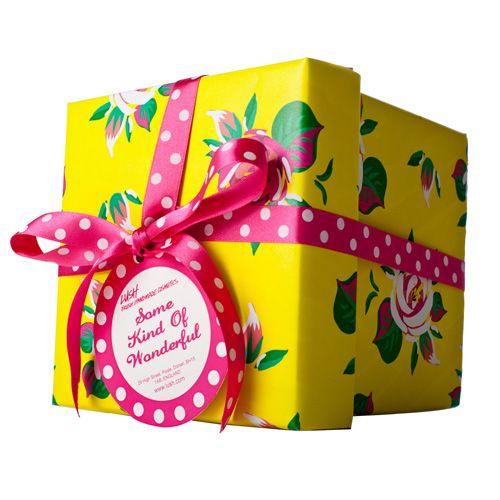 JASMINE and ROSE - Some Kind Of Wonderful Gift - Diese fröhliche Box in leuchtenden Farben ist nicht nur selbst absolut wundervoll, sondern ist für all die wundervollen Menschen in deinem Leben gedacht - inklusive Dir. Gefüllt mit 5 Bestsellern schenkt sie wundervoll entspannte Stunden und Pflege von Kopf bis Fuß!