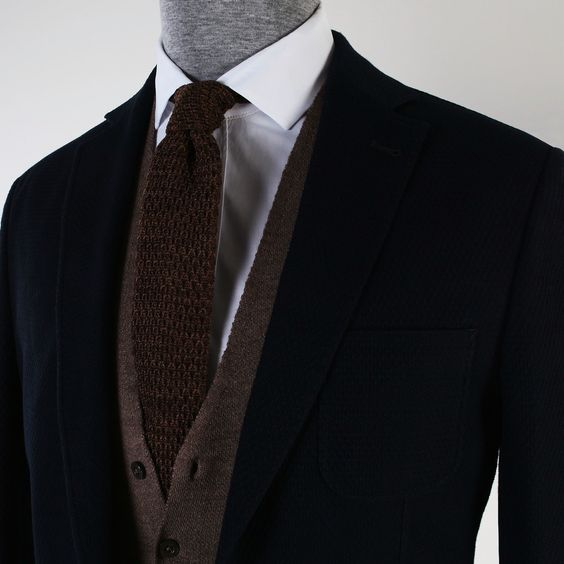 Örgü kravat ve yelek bir arada kullanıldığında şık aynı zamanda trendy bir ofis erkeği görünümü yakalamanızı sağlar. www.kip.com.tr  #Kip #Kiperkegi #aw15 #newcollection #sonbahar #kış #menfashion #erkekmodası #erkekgiyim #fashionformen #trend #fresh #igers #amazing #instagramhub #igersturkey #colorful #clothes #men #man #style #best #cool #instafashion #moda #fashionable #menstyle #ceket #gömlek #yelek #kravat
