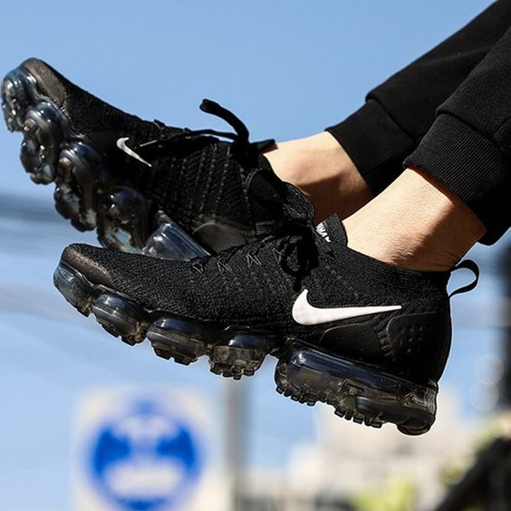 womens black and white vapormax