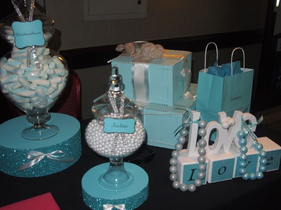 Decor at a Tiffany's Party #tiffanyparty #decor