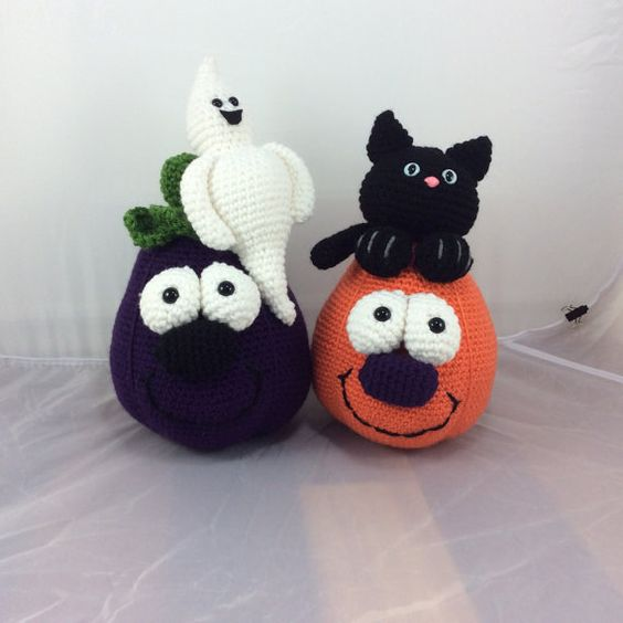 Boo Buddies crochet pattern  eggpant with ghost  by Teddywings