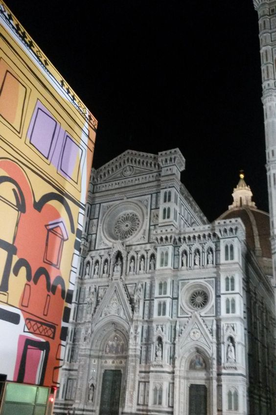 Sul Battistero del Duomo a Firenze è comparso il foulard disegnato da Emilio Pucci nel 1957. Il foulard si intitolava appunto Battistero e riprendeva il monumento dall'alto. E' stato ripescato dall'archivio dalla maison Pucci per partecipare alla manifestazione «Born in Florence» che fa parte dell'iniziativa Firenze Home Town of Fashion per  celebrare i 60 anni del Centro di Firenze per la Moda Italiana in concomitanza con l'86° edizione di Pitti Uomo, dal 17 al 20 giugno.