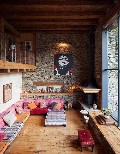 Gosto dessa disposição: sala mesanino e quartos lá em cima.