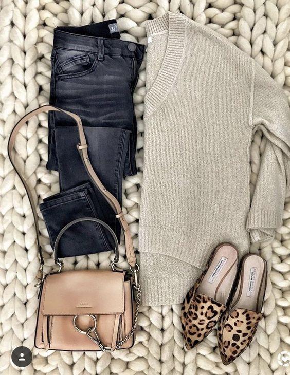 Pantalones de cuero blusa camel zapatos de leopardo