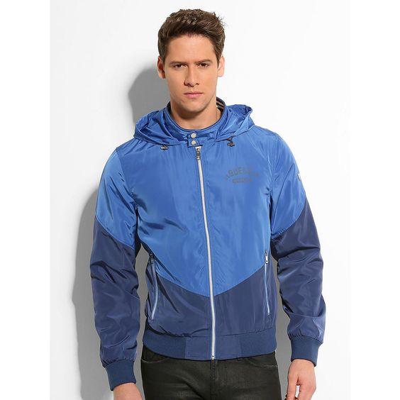 Jacke Classic Hooded    Die Jacke im Bomberstyle macht Streetwear-Outfits erst perfekt. Durch die Kapuze und den Reißverschluss vorn ist diese hier noch bequemer zu tragen.    Eingesetzte Reißverschlusstaschen vorn.  100% Polyester.  Maschinenwäsche bei 30°....