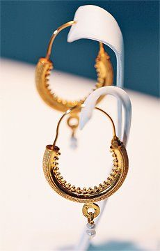 Traditional earrings from Dubrovnik area (Konavle) made of gold and pearl!
