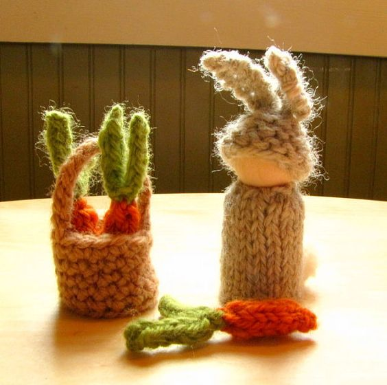 waldorf knitting for Easter  casting on verse  around two fingers   over the yarn   pull a loop through  jump out of the barn  kniting verse  In through the front door   out through the back   peek through the window   off jumps jack!