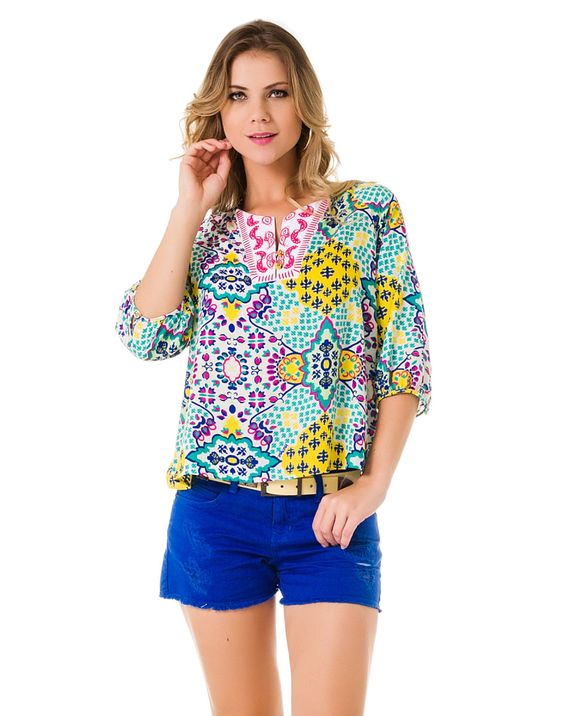 Blusa Estampada com Manga e Bordado Mantra - Lez a Lez, Uma bata superleve que traz a tendência do luxo indiano para o seu guarda-roupa! No decote, a blusa apresenta um bordado, outra forte tendência da estação. Um charme!