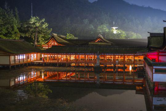 Itsukushima Shrine by 写真 太郎