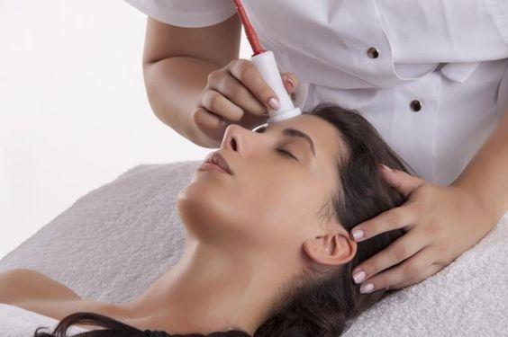 Bio Electro Peeling. Metoda zapewnia: skuteczną eksfoliację, lifting i wyraźną poprawę owalu twarzy, spłycanie zmarszczek, leczenie trądziku i inne piękne efekty. Polecam!