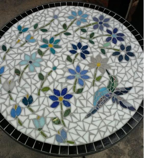 Mesa de hierro decorada en mosaico veneciano mesas for Mesas de mosaico