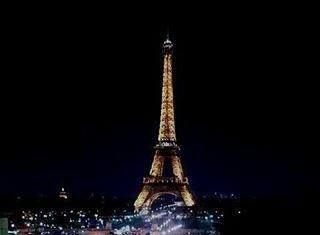 Wieża Eiffela rejs po Sekwanie #Luwr i #Wersal na majówkę? #wycieczka #ctoskar #majówka #wyjazd #dlugiweekend #oskar #trip #travel #wpodróży #happy #amazing #love #mustgo #poznan #eiffeltower Regrann from @fab.owner by ct_oskar Eiffel_Tower #France