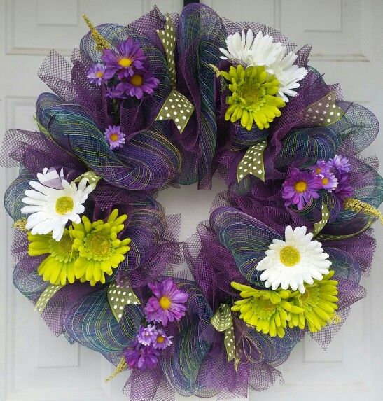 https://m.facebook.com/Mesh-Addict-809251845868792/ Purple ombre with lime green and white Gerber daisies. ♡