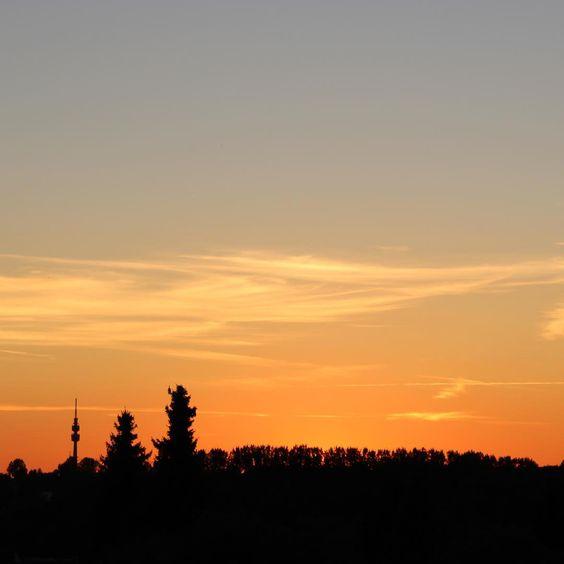 Wir lieben ihn, den Sonnenuntergang über Dortmund ! Und ihr?  Foto: Patrick Süßmeier  #dortmund #dortmunder #dortmundcity #sonnenuntergang #sunset #sunsets