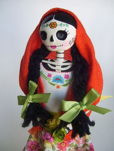 Catrina mexicana. Dia de Los muertos. Paper mache catrina doll. Day of the