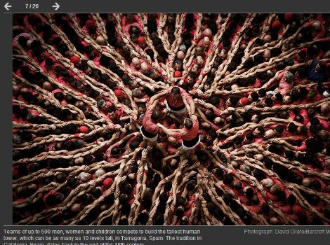 """'The Guardian' inclou una foto de castellers entre les millors de la setmana - elsingular.cat, 03/08/2014. Al peu d'aquesta instantània, feta per David Oliete, hi indica que els castellers són """"equips de més de 500 homes, dones i canalla que competeixen per construir la torre humana més alta"""". """"Poden tenir més de 10 nivells d'altura"""", afirma l'article on apareix la foto, feta a una jornada castellera de Tarragona."""