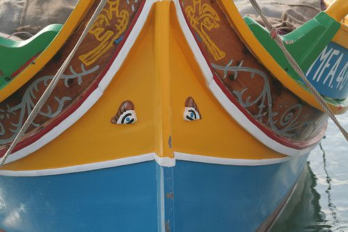 Die traditionellen bunten Fischerboote Maltas, Luzzu genannt, sind ein echter Hingucker. (Gesichtet in Marsaxlokk)