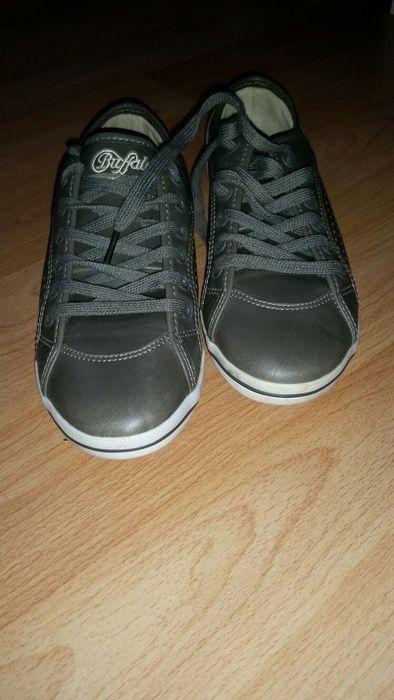 Habe die Schuhe nur einmal getragen und festgestellt das sie mir zu eng sind. Die Schuhe sind grau, Größe 37 #Buffalo #S...
